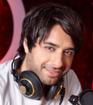Jian Ghomeshi headphones